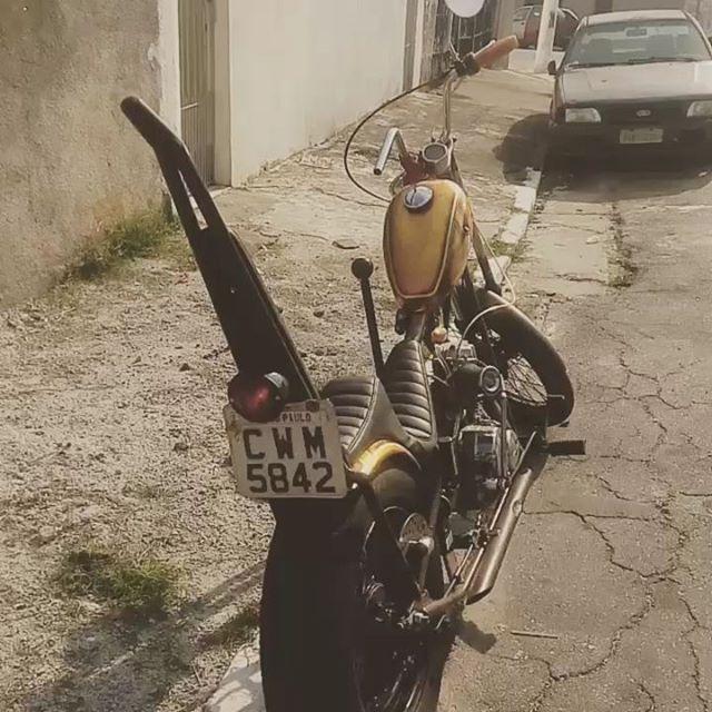 Chopper do nosso membro Kiss. Embreagem no pé, câmbio suicida motor de CG 82, 4 marchas!!! Old is Cool!!! This is Life Riders